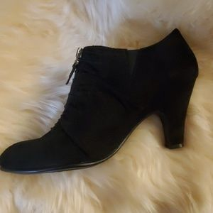 Awesome black rouched booties